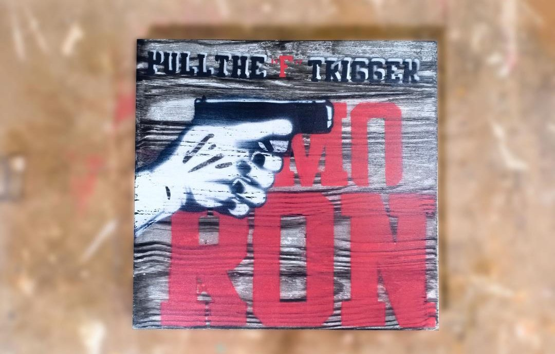 Hiasan Dinding Pull The F Trigger | Motive