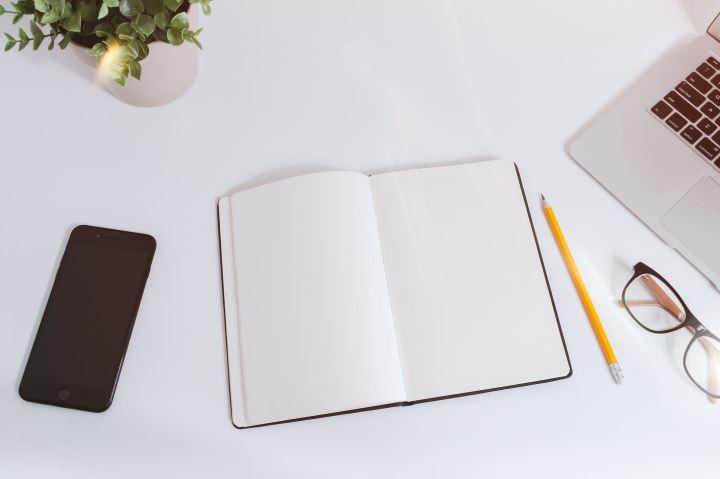 kertas dan pensil untuk desain